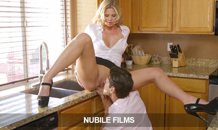 фото секса зрелых на кухне